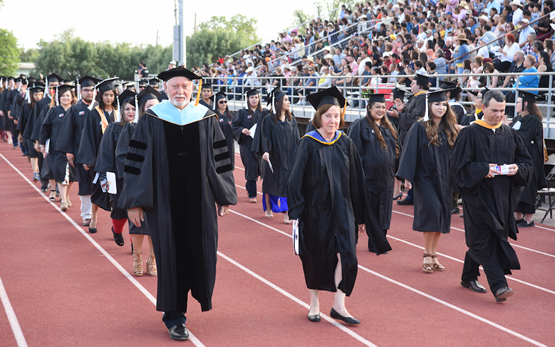 SWTJC awards over 600 degrees in 71st commencement ceremony